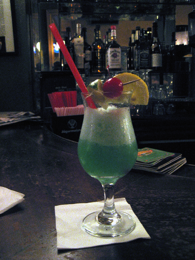 cocktail Blue Hawaii à base de Rhum blanc agricole de Guadeloupe